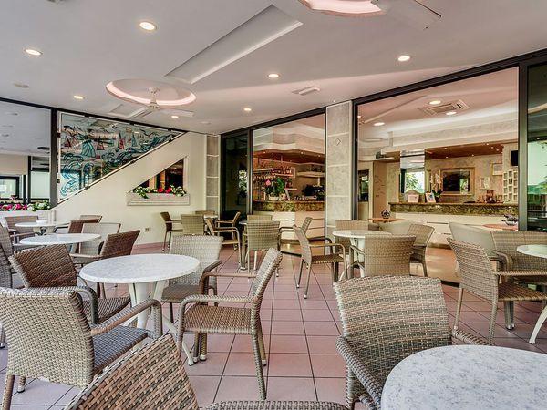 Hotel Bamby - Veranda