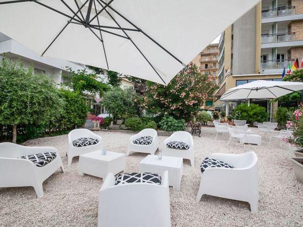 Hotel Simon - Area relax esterna